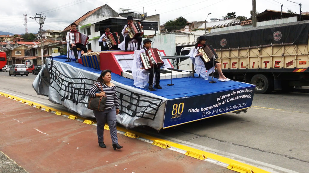 Accordion Float Cuenca Ecuador