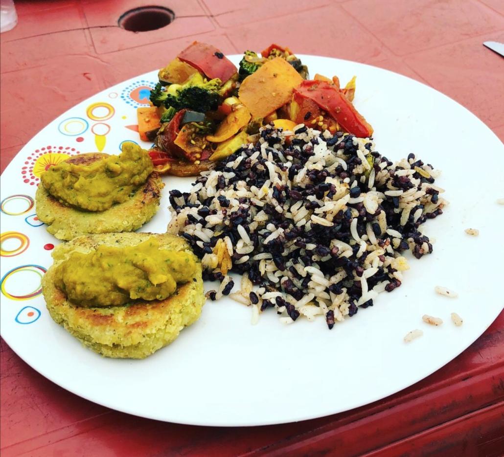 18.5 Montañita Ecuador Amor Infinito Almuerzo