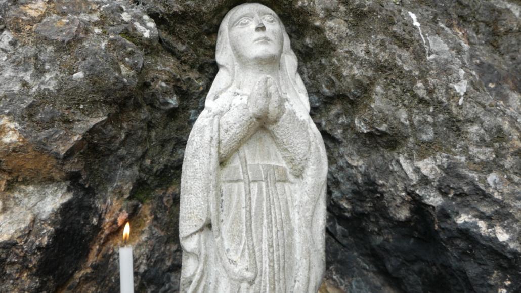 La Virgen del Rocío Biblián Ecuador Statue