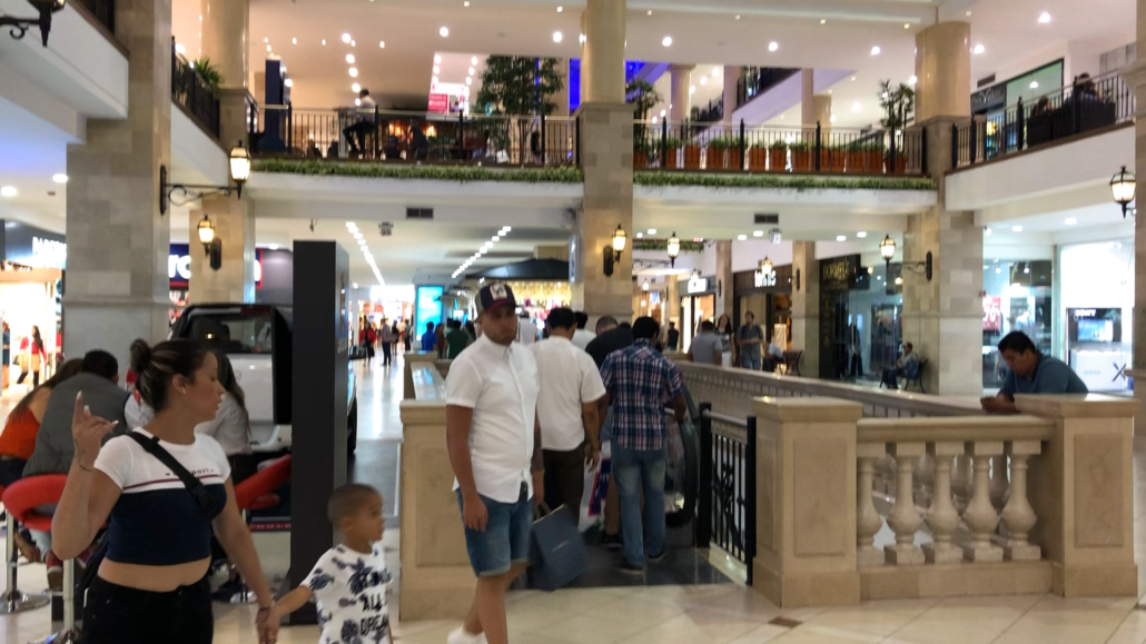 Mall San Marino People