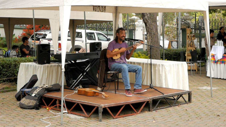 Allpa Feria Holística Cuenca Ecuador Singer